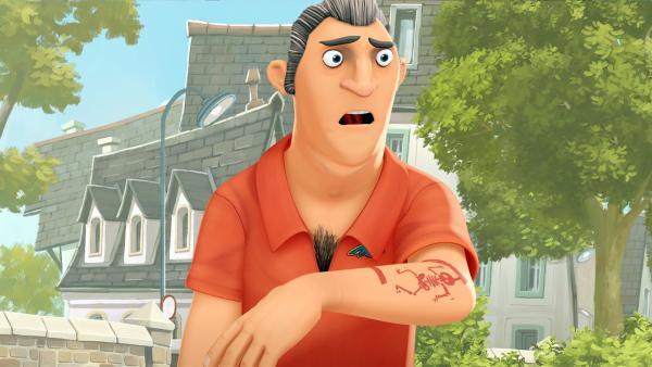 Brents Papa kann sich nicht erklären warum er plötzlich ein Tatoo hat? | Rechte: WDR/Cyber Group Studios