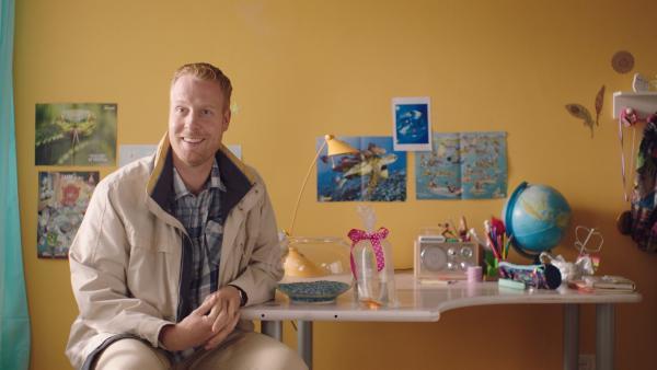 Jan (Ferdi Stofmeel) hat Floor einen Goldfisch gekauft. | Rechte: NDR/NL Film