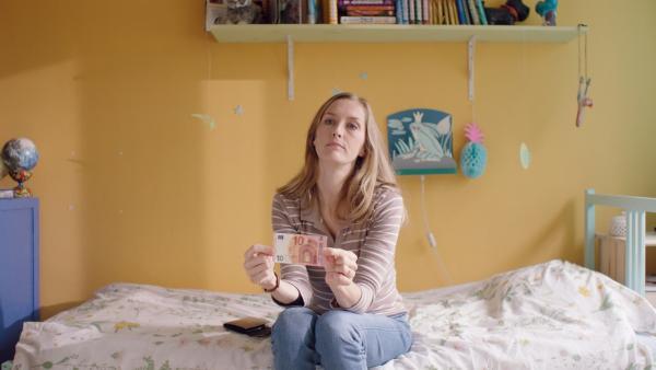 Irma (Elisa Beuger) bietet Floor Geld für einen Gefallen. | Rechte: NDR/NL Film