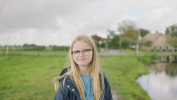 Floor (Bobbie Mulder) hat sich bestens über Karpfen informiert.   Rechte: NDR/NL Film
