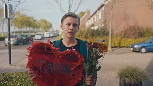 Kees (Ole Kroes) will sich bei Tamara entschuldigen.   Rechte: NDR/NL Film