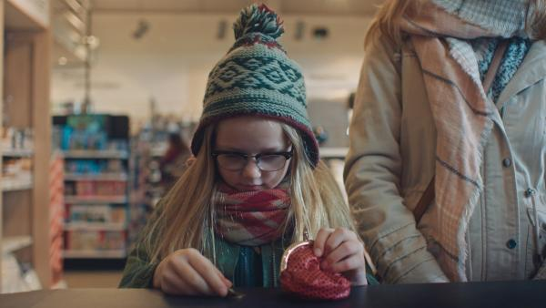 Floor (Bobbie Mulder) möchte auch eine Pussycat haben. | Rechte: NDR/NL Film