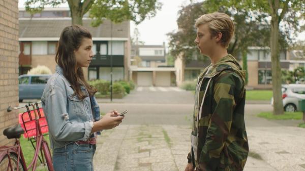 Kees (Ole Kroes) macht mit Lola (Lola Kasse) Schluss.   Rechte: NDR/NL Film