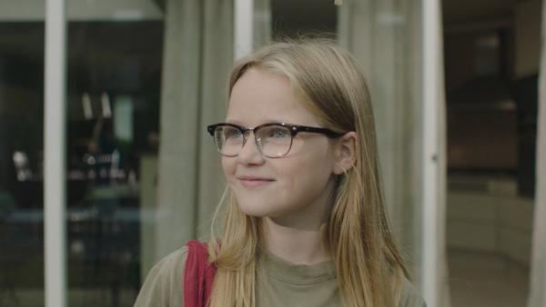 Floor (Bobbie Mulder) schlägt vor, dass ihr Bruder Kees bei einem Mathewettbewerb teilnehmen soll, wenn er doch so hochintelligent ist. | Rechte: NDR/NL Film