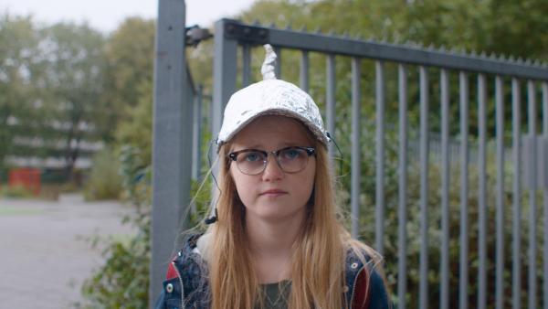 Floor (Bobbie Mulder) ist definitiv nicht glücklich mit ihrem selbstgemachten Unicorny. | Rechte: NDR/NL Film