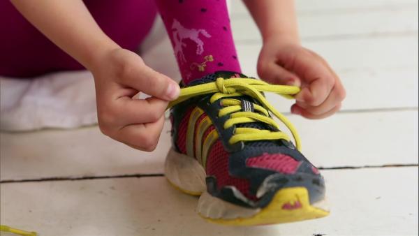In den Lach- und Sachgeschichten probieren Kinder heute aus, was man alles mit Händen machen kann. | Rechte: WDR