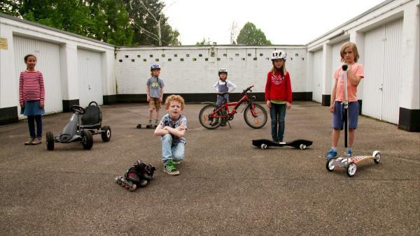 Kinder zeigen ganz konkret, dass man auch mit kleinen Dingen etwas bewirken kann: Weniger Verpackungsmüll verursachen, das Spielzeug tauschen, anstatt neues zu kaufen und zusammen zur Schule zu gehen, anstatt mit dem Auto zu fahren. | Rechte: WDR