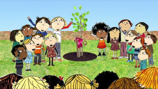 Charlie und Lola beteiligen sich an einem Recycling-Wettbewerb und gewinnen einen Baum für ihre Schule. | Rechte: WDR