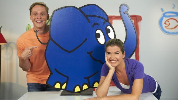 Anke mit dem Elefanten und Matthias Schweighöfer als ihr neuer Nachbar | Rechte: WDR/Melanie Grande