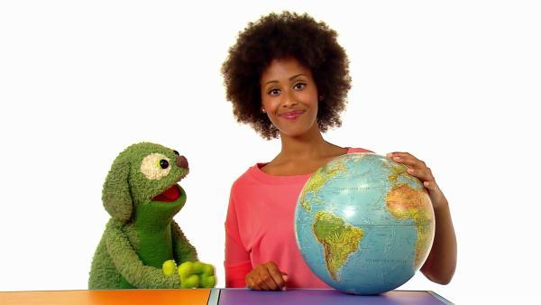 Mary hat noch ein Quiz für Knolle. Wie viele Kontinente er wohl kennt? | Rechte: WDR