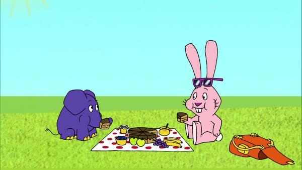 Elefant und Hase machen ein Picknick. | Rechte: WDR
