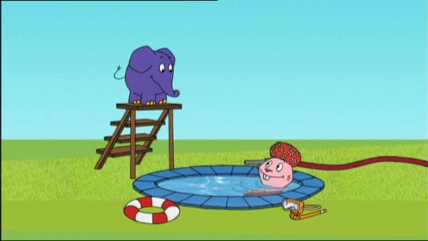 Hase und Elefant wagen einen Sprung ins Wasser. | Rechte: WDR