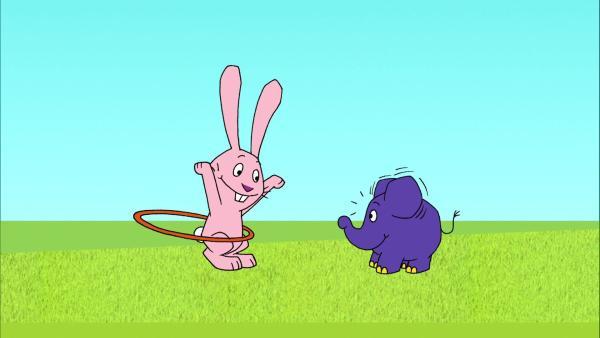 Hase und Elefant lieben Hula-Hoop. | Rechte: WDR/Trickstudio Lutterbeck