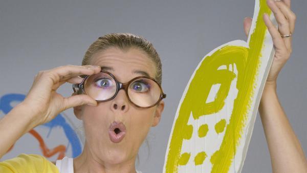 Anke testet ihre Sehhilfe. | Rechte: WDR/Simin Kianmehr