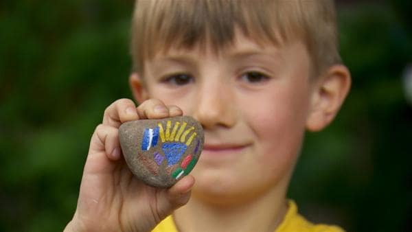 Aus Steinen lassen sich lustige Kerlchen malen und basteln. | Rechte: WDR/Die Sendung mit dem Elefanten