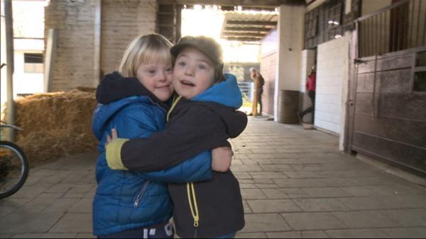 Noah und Johann sind die besten Freunde und gehen jede Woche gemeinsam reiten. | Rechte: WDR/Die Sendung mit dem Elefanten