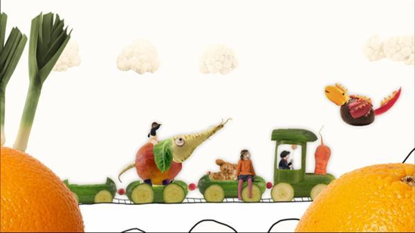Eine Gurkenbahn nimmt viele Kinder mit zum Zirkus. | Rechte: WDR/Die Sendung mit dem Elefanten