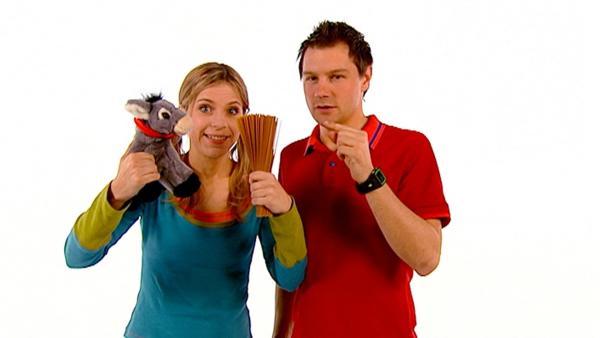 Tanja und André verhaspeln sich bei einem Zungenbrecher, in dem Esel gerne Nudeln essen. | Rechte: WDR/Die Sendung mit dem Elefanten