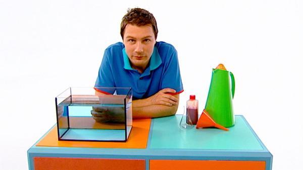 André zeigt, wie man einen richtigen Unterwasservulkan bauen kann. | Rechte: WDR