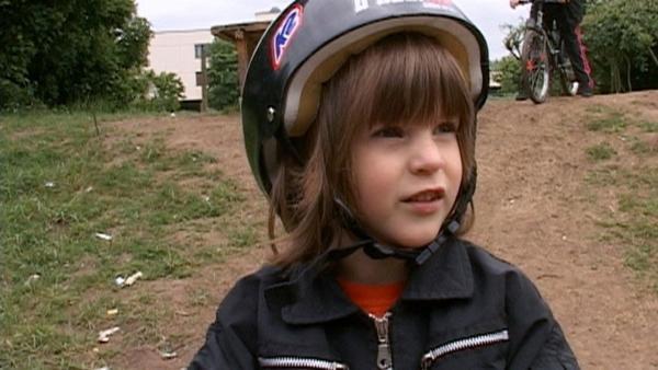 Rufus zeigt, welche gewagten Sprünge er schon mit seinem BMX Rad machen kann.   Rechte: WDR