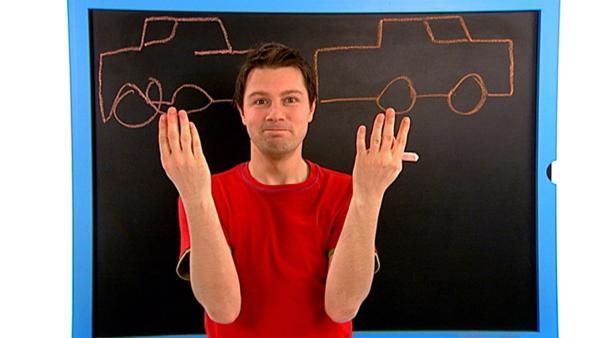 André malt gleichzeitig mit beiden Händen zwei Bilder an die Tafel. Mit welcher Hand es ihm wohl besser gelingt? | Rechte: WDR