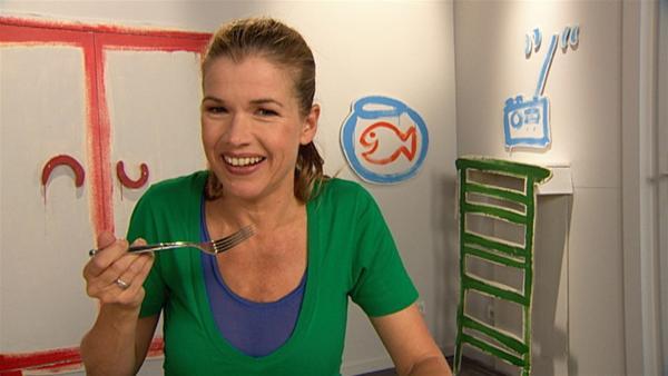 Anke hat tierischen Hunger und will einen Teller warme Suppe essen. | Rechte: WDR