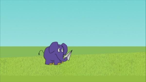 Der Elefant spielt mit einem Papierflieger.  | Rechte: KiKA