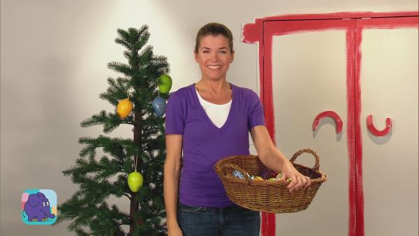 Anke schmückt den Weihnachtsbaum   Rechte: WDR
