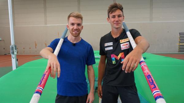 Moderator Stefan Bodemer (li.) trifft auf den EM Vierten und Junioren-Weltrekordhalter im Zehnkampf - Niklas Kaul (re.). | Rechte: ZDF/Annalena Renneisen