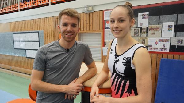 Sarah Voss, Vierte der Turn-EM 2018, nimmt Stefan die Angst am Sprungtisch. | Rechte: ZDF/Fabian Gratzla