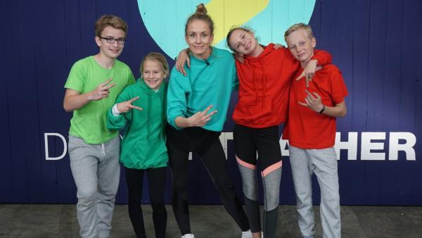 Animal Moves: Susanne macht mit zwei Geschwisterpaaren den Spaßcheck beim neuen Fitnesstrend. | Rechte: ZDF/Dajana Pürsten