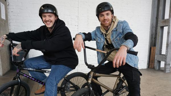 BMX-Ausnahmetalent Felix Prangenberg, X-Games Teilnehmer und Sieger der Weltmeisterschaft 2018 im Bereich Street, gibt Stefan eine Einführung in das Street-Fahren. | Rechte: ZDF/Annalena Renneisen