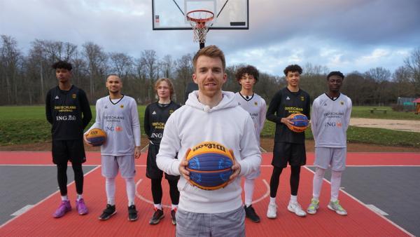 Auf Korbjagd beim 3x3 Basketball! Stefan besucht die U17 Nationalmannschaft. | Rechte: ZDF/Annalena Renneisen