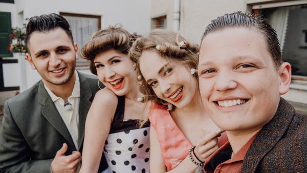 Amin, Kassandra, Pia und Patrick im Vintage-Look | Rechte: ZDF/Phil Janssen
