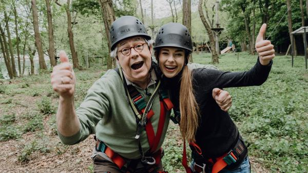 """Pia und Hubert treten für ihr jeweiliges Team in der """"Real-Challenge"""" im Hochseilgarten an.   Rechte: ZDF/Phil Janssen"""
