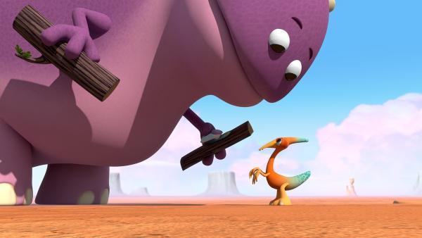 Gwen trifft auf den Großen Krämer-Dinotap, der Kram sammelt. | Rechte: KiKA/Kindle Entertainment Ltd., Guru Studios Ltd. & Laughing Gravy Media Ltd. 2014