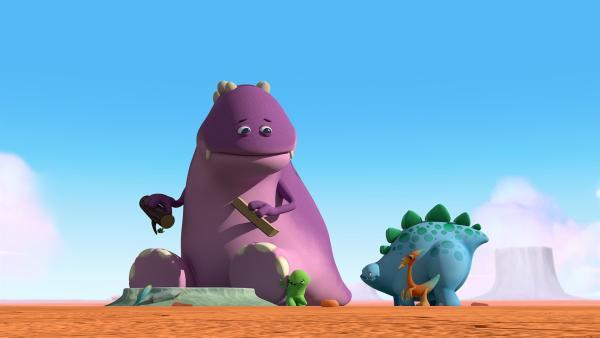 Der Große Krämer-Dinotap freut sich über das Geschenk von Toni, Bob und Gwen.    Rechte: KiKA/Kindle Entertainment Ltd., Guru Studios Ltd. & Laughing Gravy Media Ltd. 2014