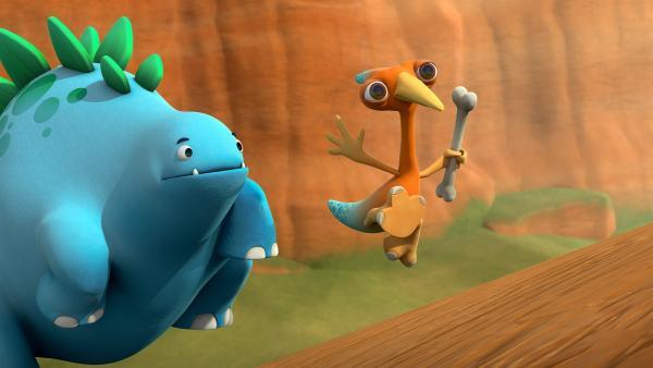 Gwen und Bob rennen hinter dem Toni-Kuschel her. | Rechte: KiKA/Kindle Entertainment Ltd., Guru Studios Ltd. & Laughing Gravy Media Ltd. 2014