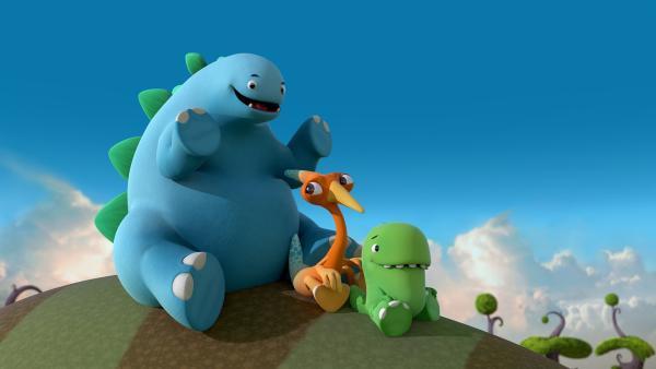 Bob, Gwen und Toni rutschen gleich auf einem Dinorücken – ihrer Jubelrutsche – hinab. | Rechte: KiKA/Kindle Entertainment Ltd., Guru Studios Ltd. & Laughing Gravy Media Ltd. 2014