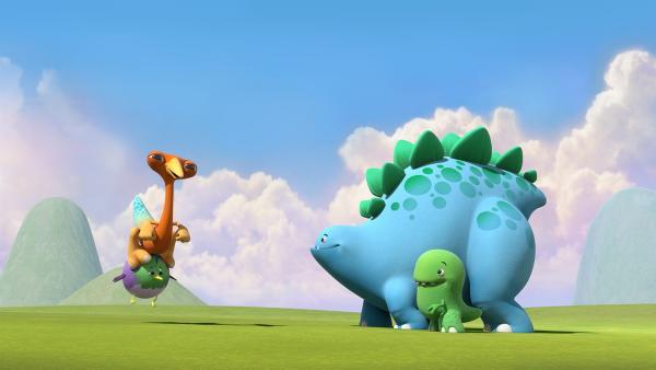 Der kleine Vogel fängt Gwen auf. Bob und Toni sind begeistert.  | Rechte: KiKA/Kindle Entertainment Ltd., Guru Studios Ltd. & Laughing Gravy Media Ltd. 2014