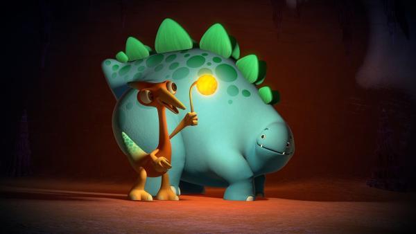 Ein Flimmer-Fliegen-Nest spendet Gwen und Bob Licht.  | Rechte: KiKA/Kindle Entertainment Ltd., Guru Studios Ltd. & Laughing Gravy Media Ltd. 2014