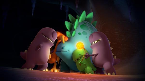 Die drei Dinotaps treffen in der Höhle auf zwei schüchterne Höhlen-Taps. | Rechte: KiKA/Kindle Entertainment Ltd., Guru Studios Ltd. & Laughing Gravy Media Ltd. 2014