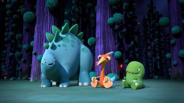 Bob, Gwen und Toni nachts mit den Flimmer-Fliegen.   Rechte: KiKA/Kindle Entertainment Ltd., Guru Studios Ltd. & Laughing Gravy Media Ltd. 2014