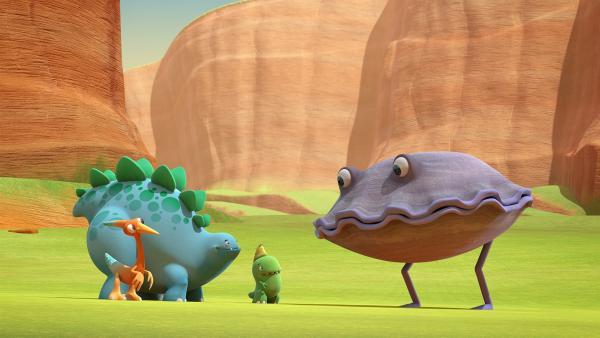 Auf der Suche nach dem besten Dinotap treffen Gwen, Bob und Toni auf das Klapper-Ding, eine Muschel. | Rechte: KiKA/Kindle Entertainment Ltd., Guru Studios Ltd. & Laughing Gravy Media Ltd. 2014