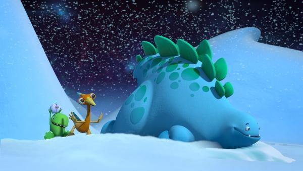 Bob, Gwen, Toni und der frierende kleine Vogel rutschen durch den Schnee auf der Suche nach dem glücklich machenden Licht. | Rechte: KiKA/Kindle Entertainment Ltd., Guru Studios Ltd. & Laughing Gravy Media Ltd. 2014