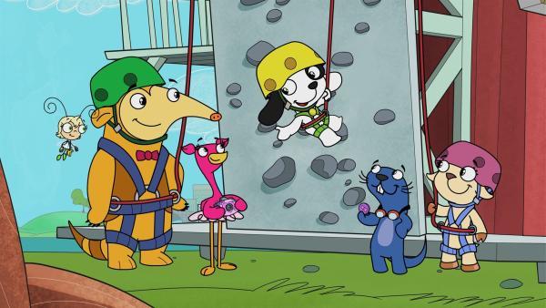 Hund Doki klettert für sein Leben gern. Seine Freunde sind beeindruckt. | Rechte: KiKA/Portfolio Entertainment