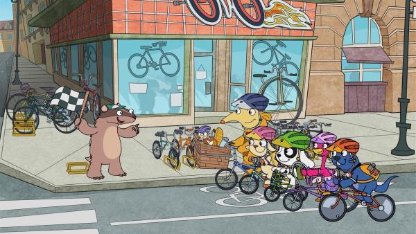 Dachs Benoît (l.) veranstaltet ein Fahrradrennen für Team Doki. | Rechte: KiKA/Portfolio Entertainment