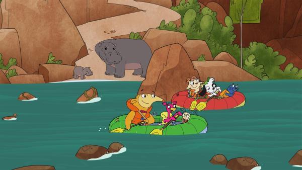 Team Doki in Schlauchbooten auf dem Weg zum Wasserfall.   Rechte: KiKA/Portfolio Entertainment