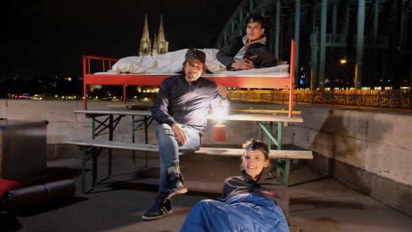 Ein traumhafter Schlafplatz mit Ausblick. | Rechte: ZDF/Annalena Renneisen