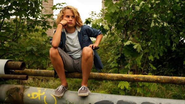 Moritz (Michael Sommerer) ist enttäuscht. Sein Vater nimmt sich keine Zeit, ihm bei dem öden Schulprojekt zu helfen. | Rechte: ZDF/Conny Klein
